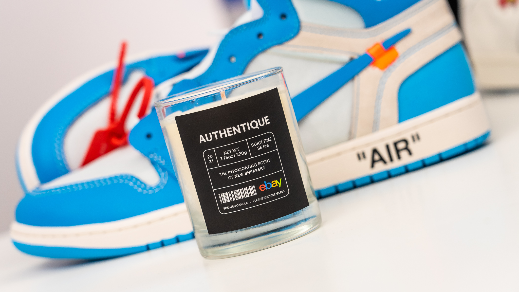 Ebay Authentique - La candela con all'aroma di sneakers nuove